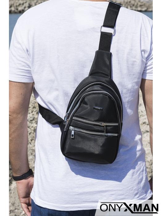 Чанта през рамо с метално лого