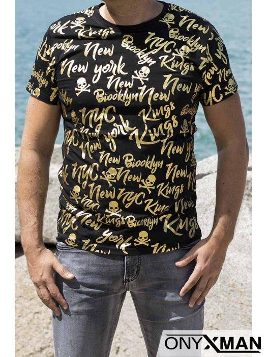 Вталена тениска в черно със златни надписи