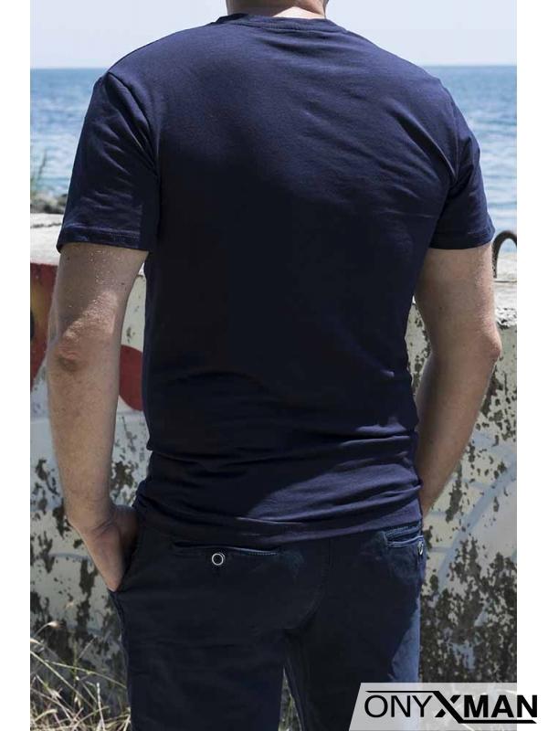 Изчистена тениска в тъмно синьо