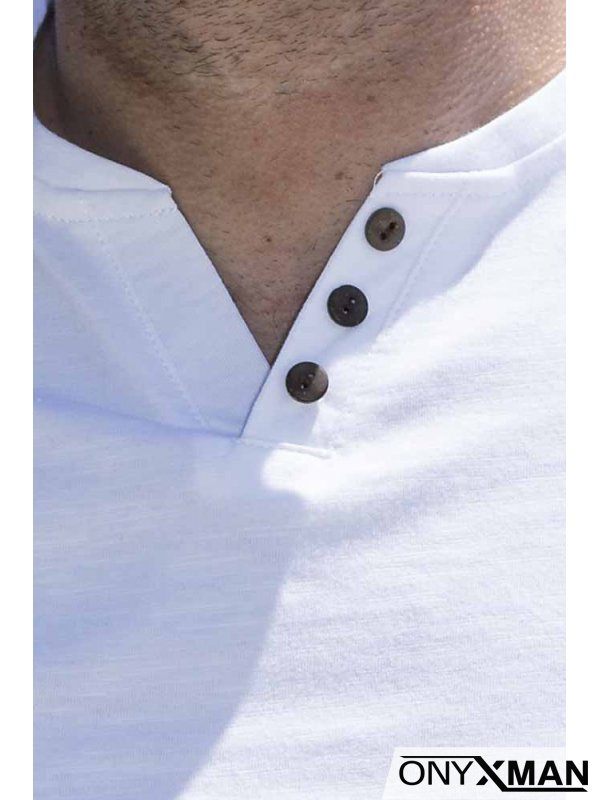 Изчистена тениска в бяло