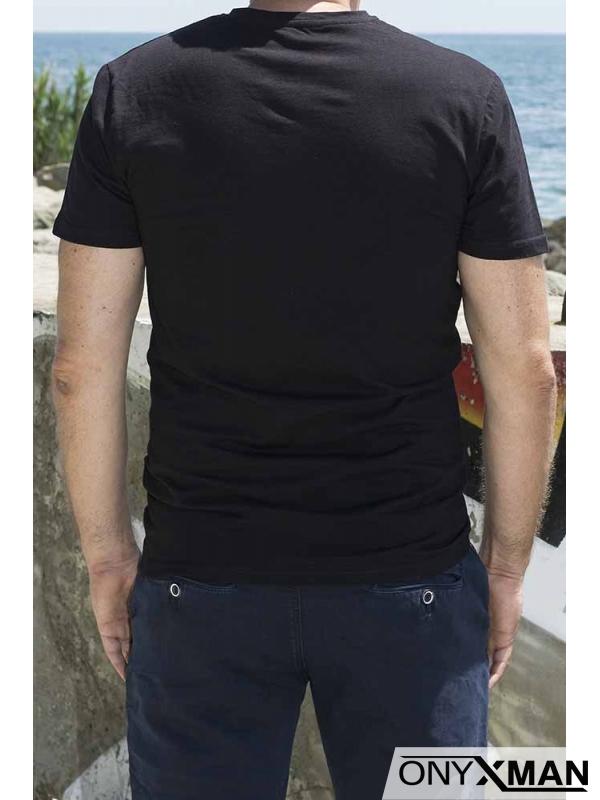 Изчистена тениска в черно