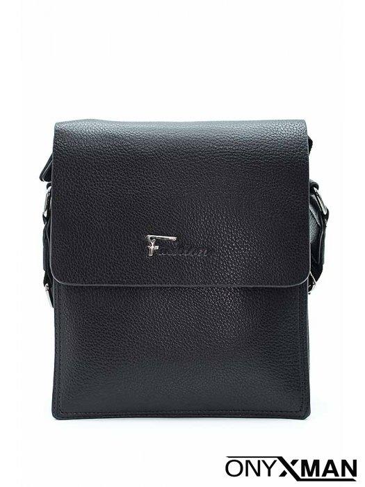 Мъжка чанта от изкуствена кожа с метално лого