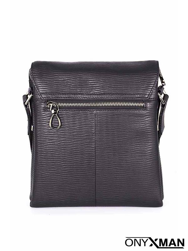 Мъжка чанта с интересна закопчалка