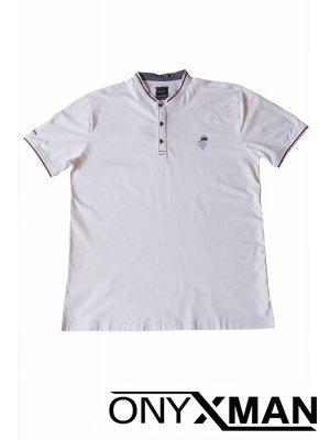Тениска с три копчета в бяло Големи Размери