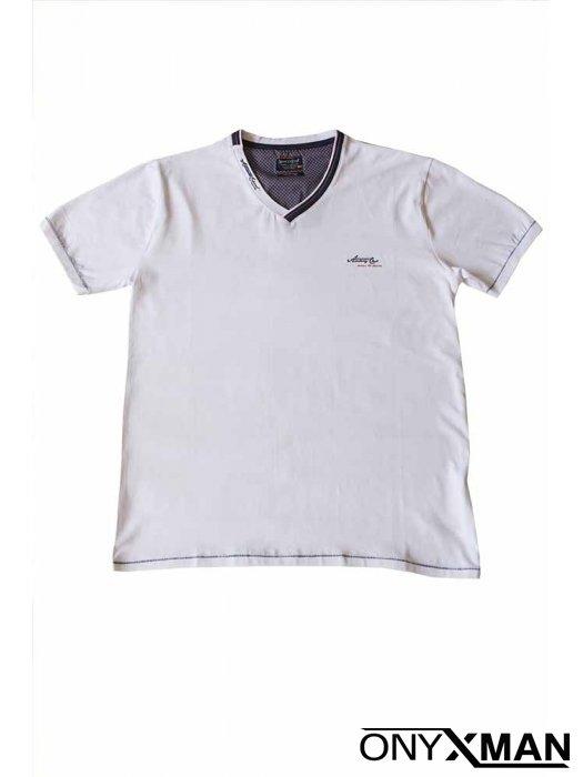 Тениска в бяло с остро деколте