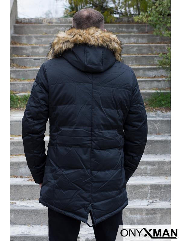 Мъжко зимно вталено яке с пух на качулката