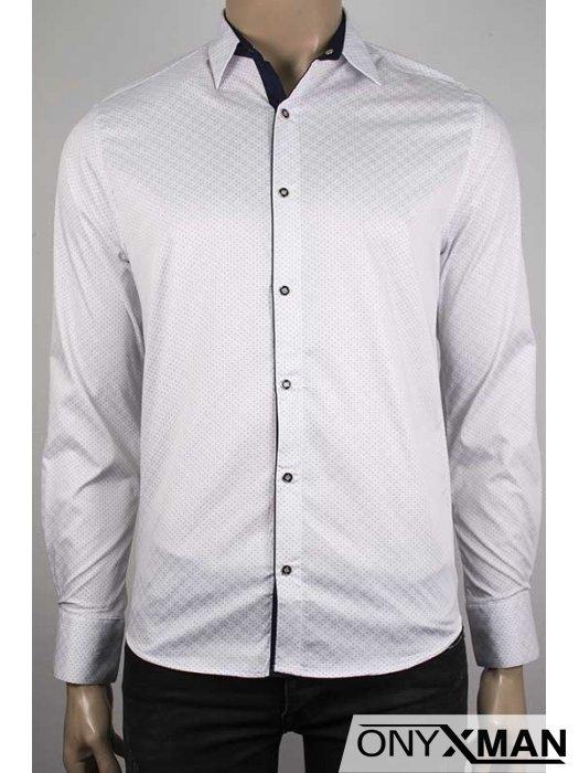 Копринена мъжка риза в бял цвят на малки сини точици
