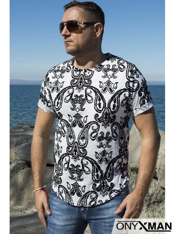 Тениска с кадифени релефни флорални мотиви