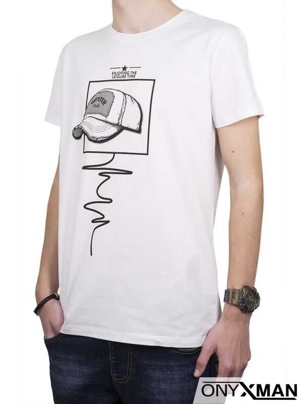 Интересна тениска в бяло