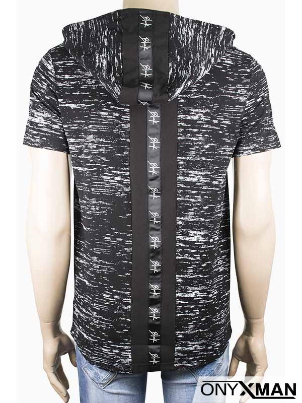 Тениска с качулка в черно и цип