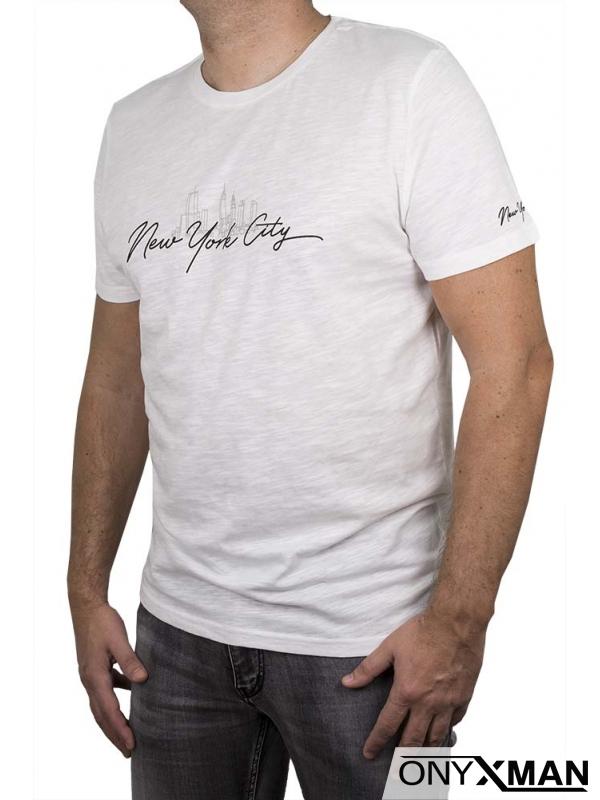 Тениска в бял цвят с надпис