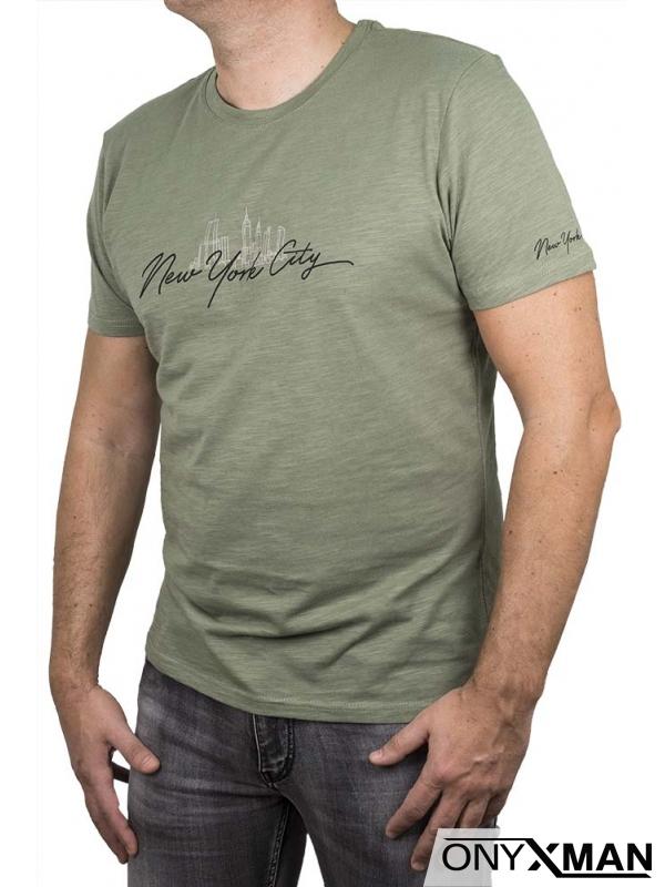 Тениска в зелен цвят с надпис