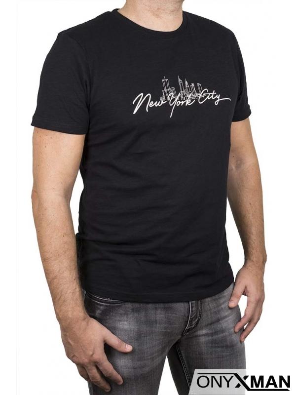Тениска в черен цвят с надпис