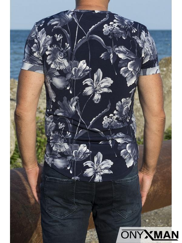 Свежа лятна тениска с акцент в синьо