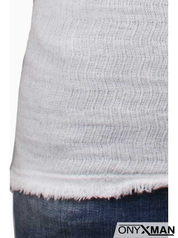 Мъжка ленена тениска в бяло с разнищен край