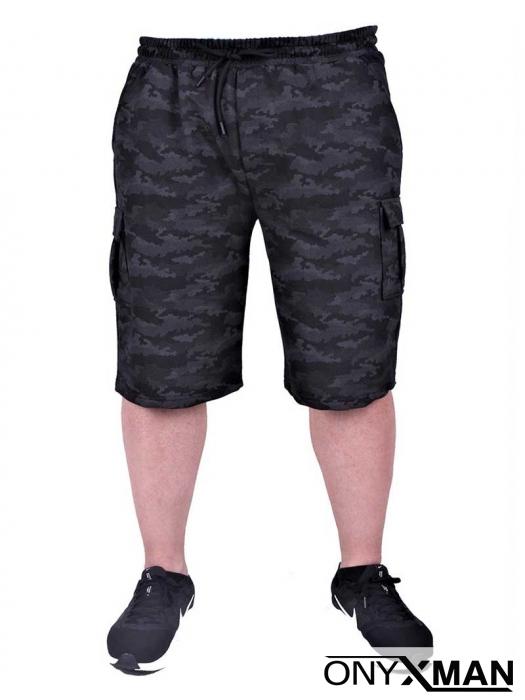 Къс спортен панталон с камуфлажен десен в черно