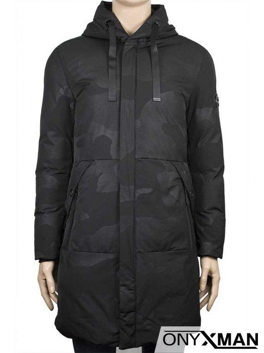 Дълго мъжко зимно яке с камуфлажен десен в черно