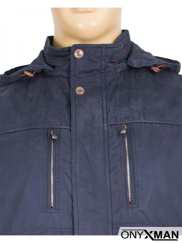 Мъжко яке в тъмно син цвят с оранжев акцент
