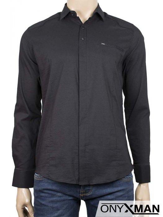 Изчистена риза в черен цвят