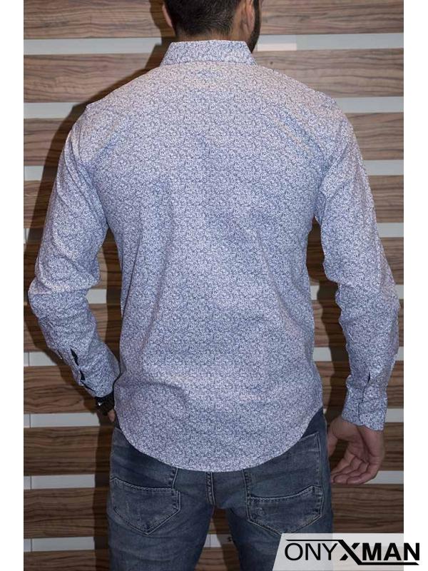 Бяла мъжка риза слим фит със сини флорални мотиви