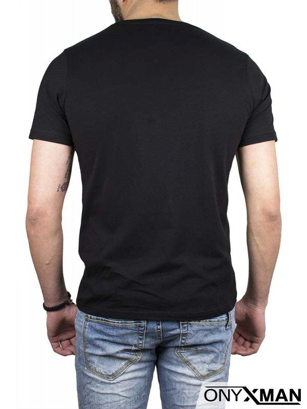 Тениска в черен цвят с лъвове и крила