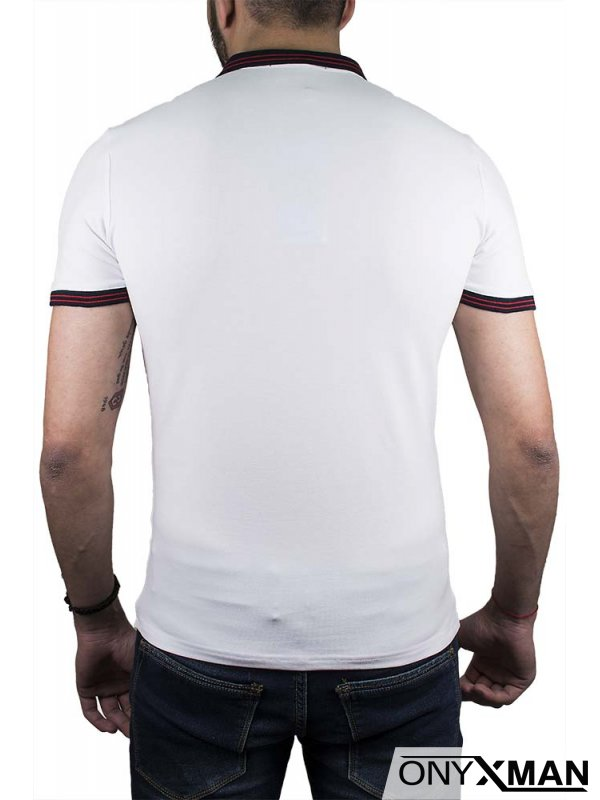 Бяла тениска с якичка и буква R
