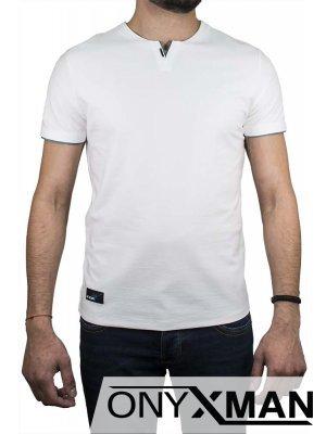 Тениска със зелен акцент