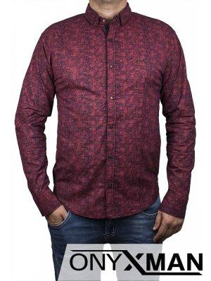 Класна риза в бордо с геометрична шарка