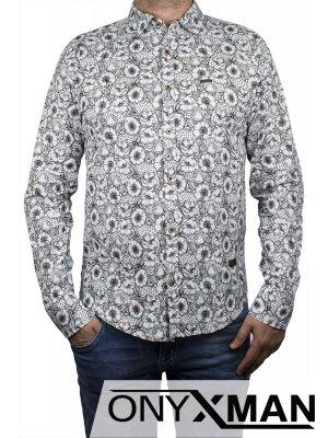 Бяла риза с акцент цветя