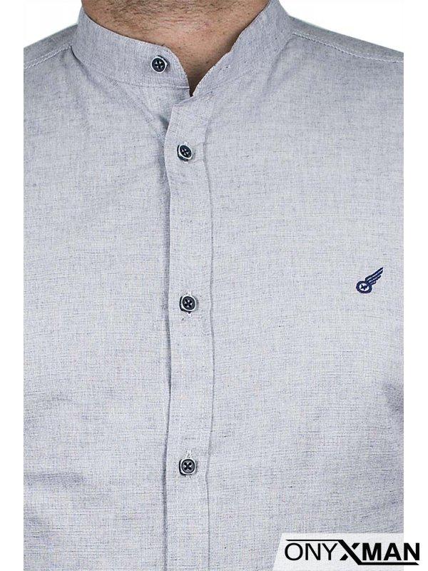 Светло синя риза с попска яка