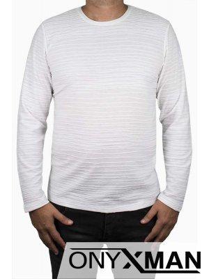 Стилна блуза в бяло с релефни райета