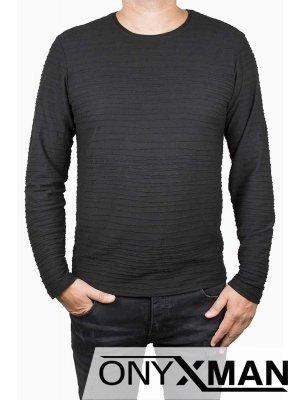 Стилна блуза в черно с релефни райета