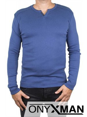 Изчистена блуза в синьо с декоративни копченца