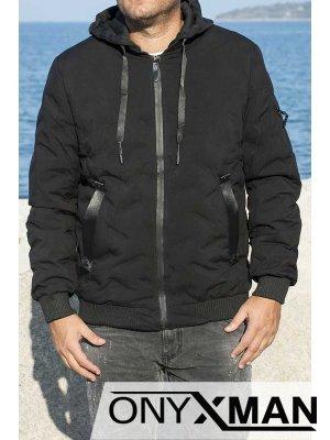 Късо зимно яке в черно с релефни шарки
