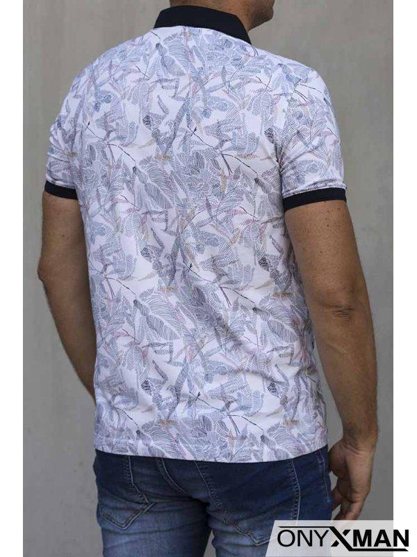 Тениска с яка в бяло с цветни мотиви