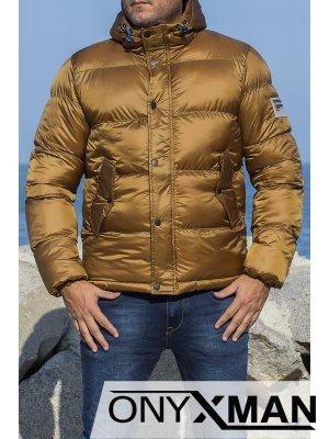 Най-лекото зимно яке в цвят карамел