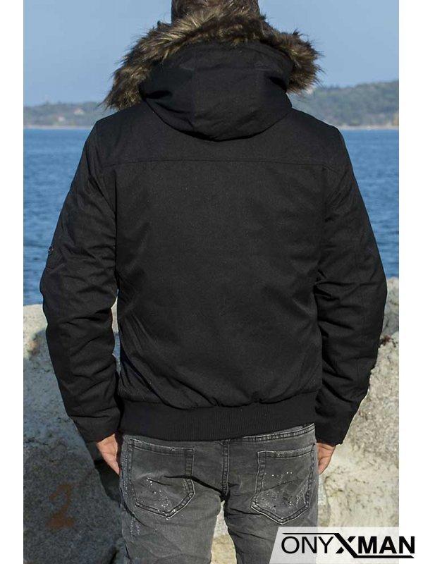 Късо яке в черен цвят с големи джобове