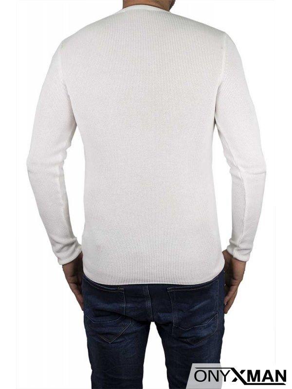 Бяла блуза плетиво с релефна фигура