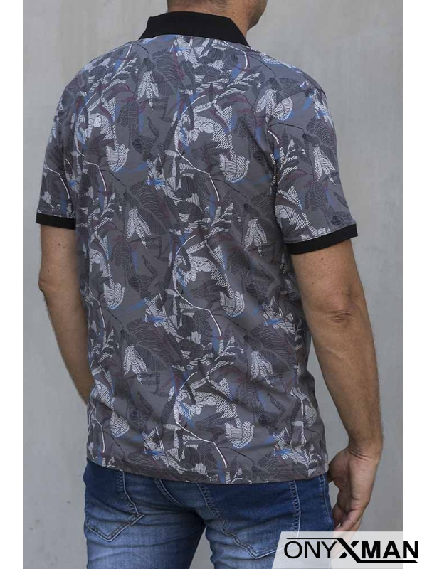 Тениска с яка в сиво с цветни мотиви