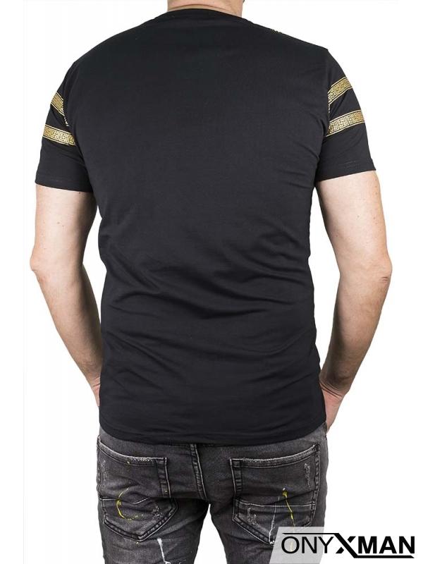 Тениска в черно със златен лъв