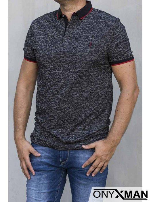 Тениска с яка в черно с ромбове 150621