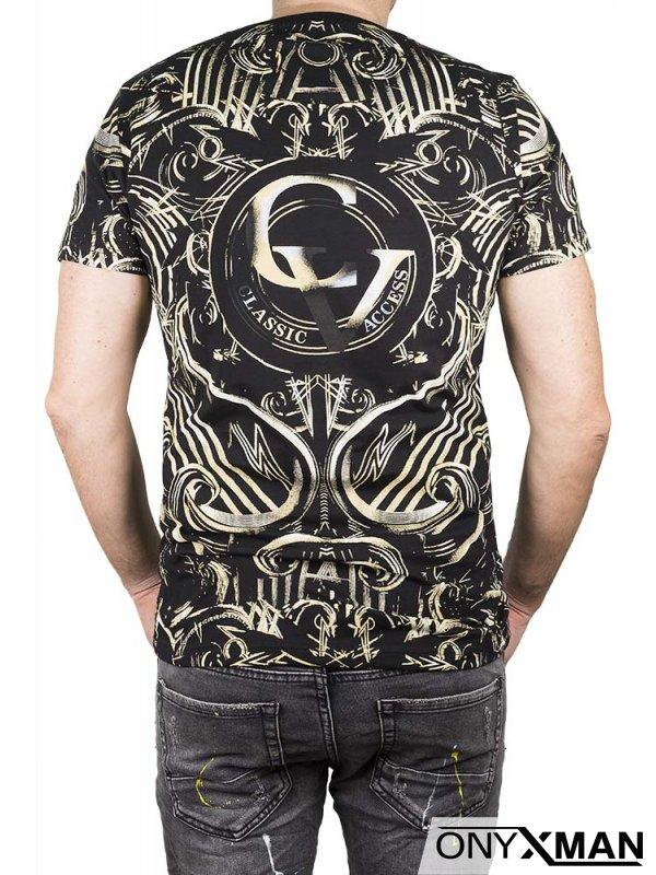 Тениска в черно с надпис CV