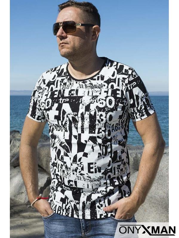 Тениска с големи бели букви