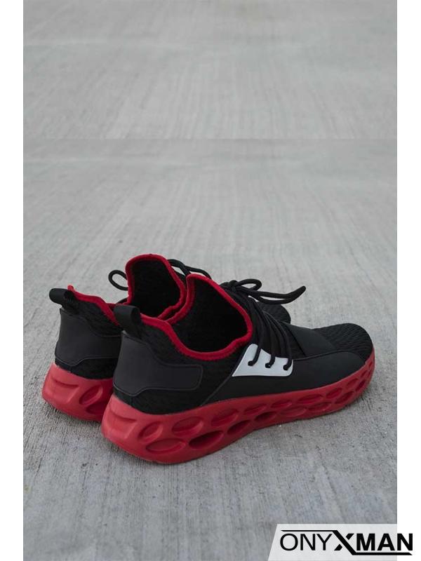 Спортни обувки с червена подметка
