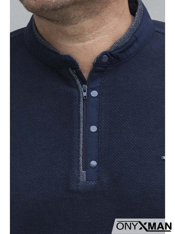Плътна блуза с попска яка и цип в синьо