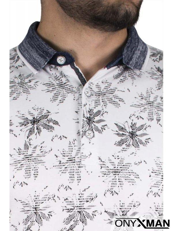 Свежа тениска с яка в бял цвят
