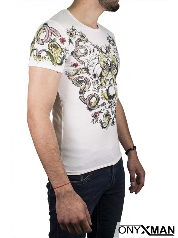 Флорална тениска в бял цвят