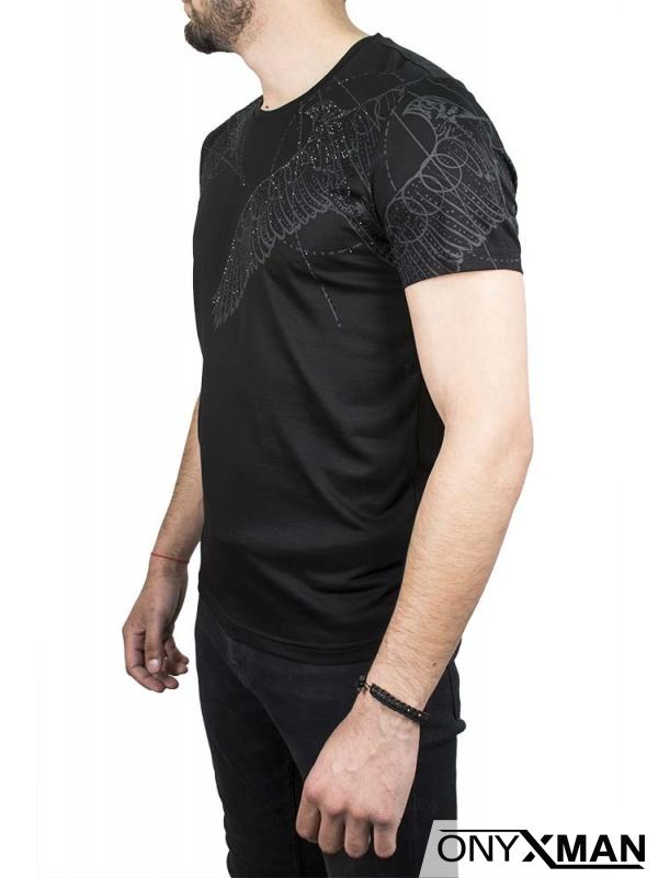 Тениска в черен цвят с орел и камъни