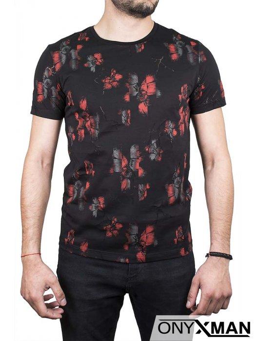 Черна тениска с червено-сиви цветя