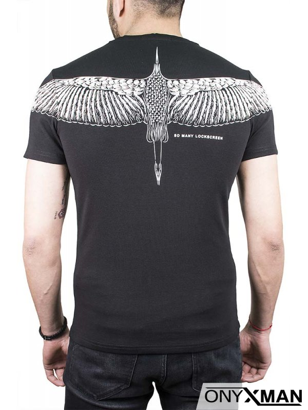 Черна тениска с птица на гърба